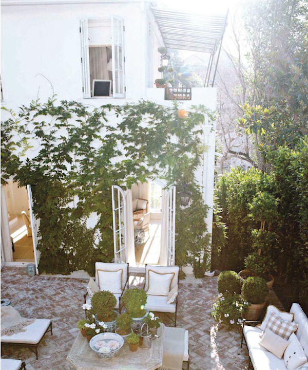 Wonderful garden of Mark Sikes interior-design-new-traditional-urban-garden